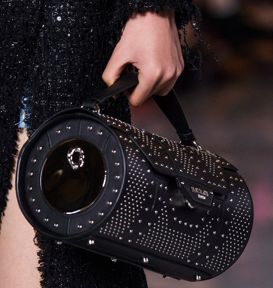 Модная тенденция: сумки цилиндрической формы