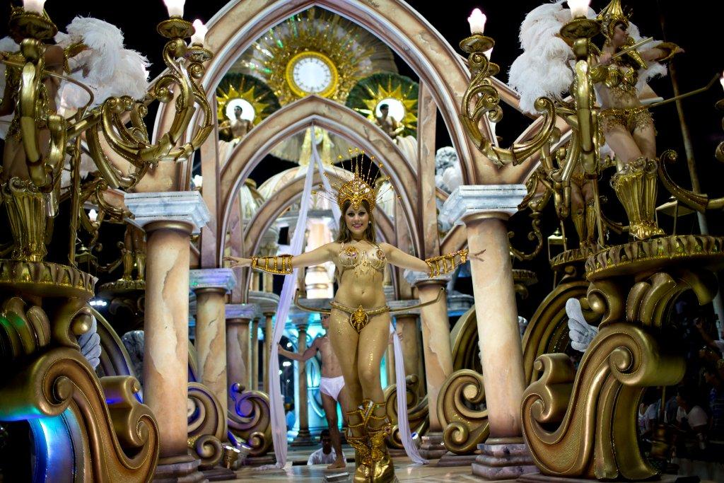 Горячее аргентинское шоу в честь Папы Римского-3