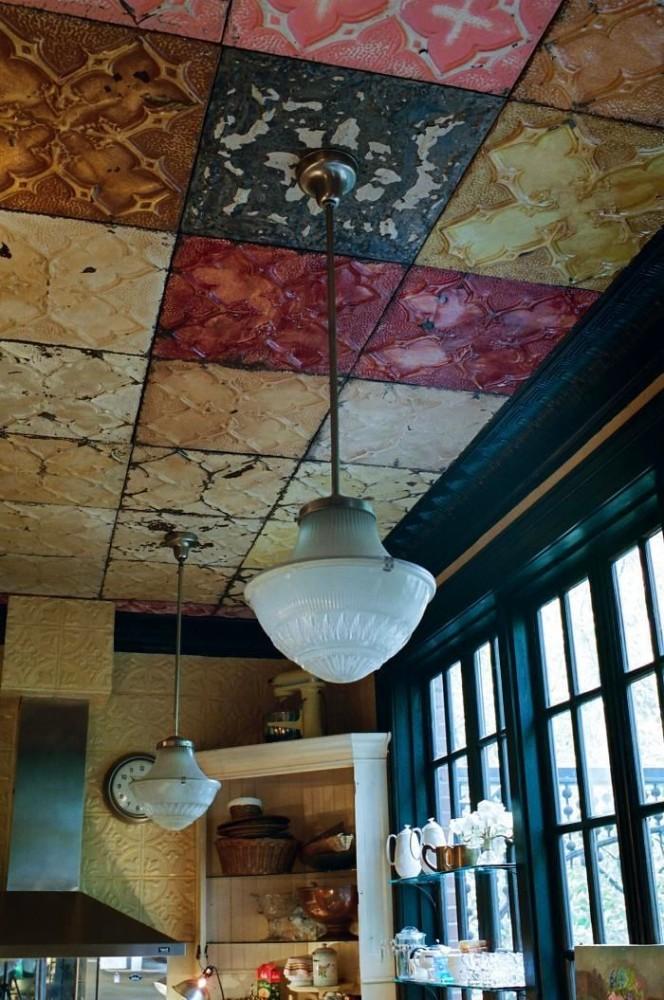 Декор в цветах: черный, серый, темно-зеленый, бежевый. Декор в стиле американский стиль.