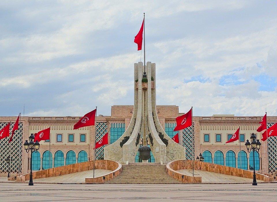 В Тунисе задержали трех боевиков с оружием и боеприпасами