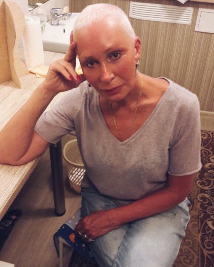 Разозленная Васильева прилюдно накричала на Бузову, всего одной фразой поставив ее на место