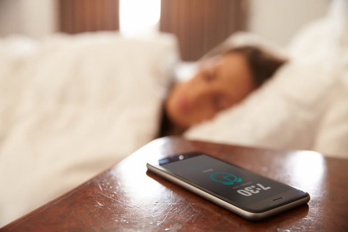 Смартфон-будильник.