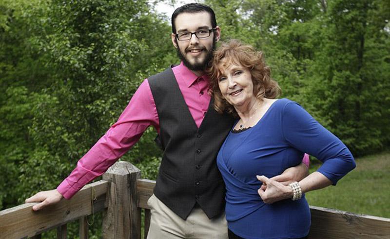 Пенсионерка вышла замуж за 18-летнего парня