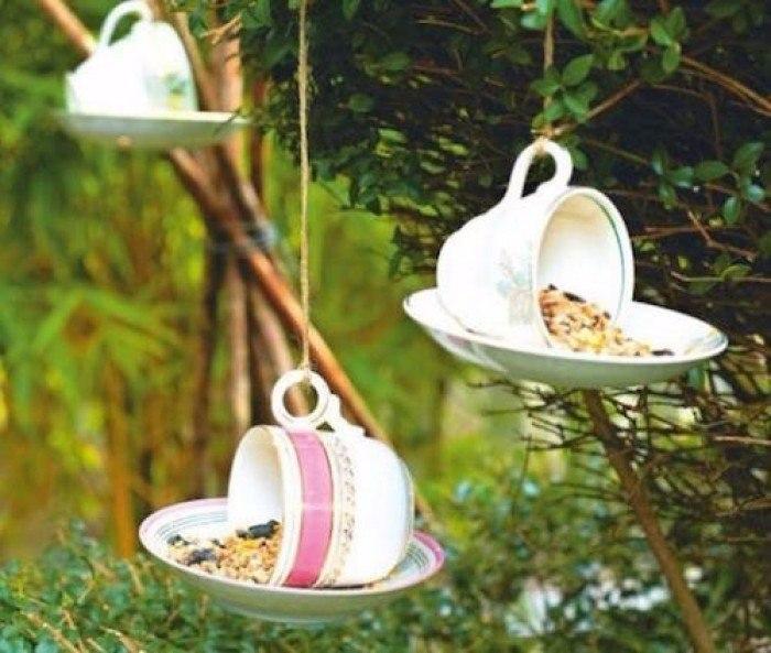 Кормушки для птиц из чашек - декор и польза