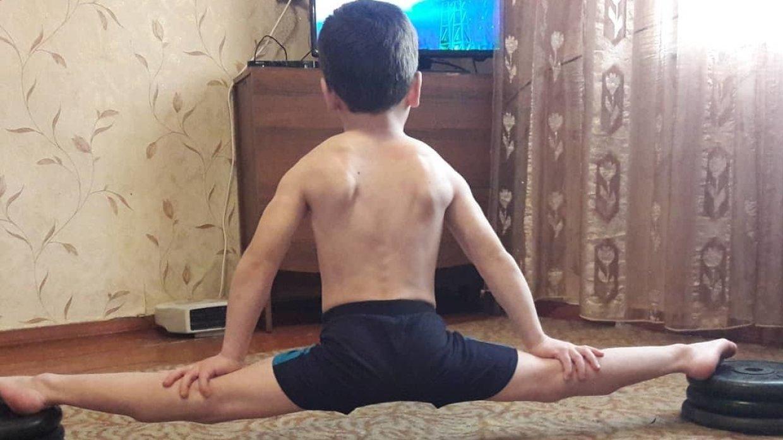 Пятилетний «Шварценеггер» из…