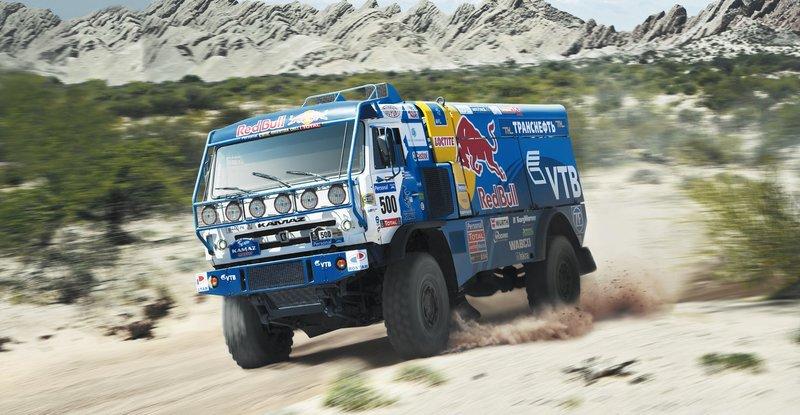 Дакар 2018. КАМАЗ обогнал соперника на скорости 208 км/ч, как стоячего!