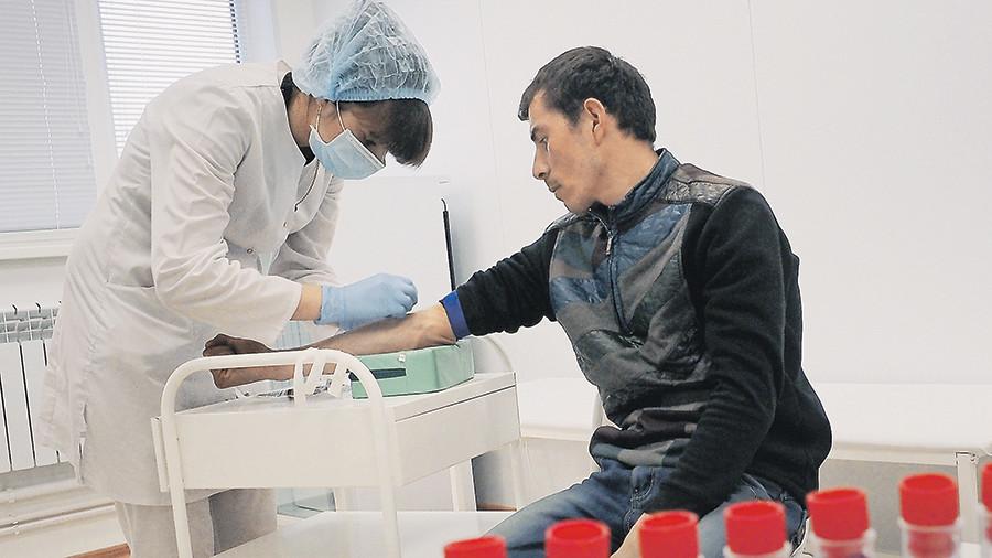 Частным клиникам запретят выдавать мигрантам справки об отсутствии ВИЧ