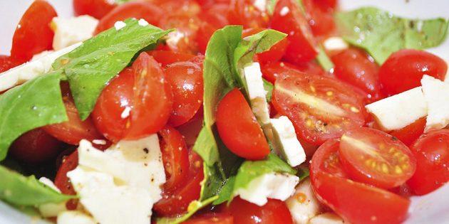 рецепты быстрых блюд: салат с томатами и брынзой