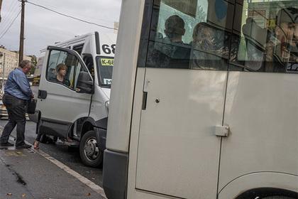 """""""Сэкономила пенсию..."""": Пассажирка вытолкнула пенсионерку из маршрутки и нечаянно ее убила"""