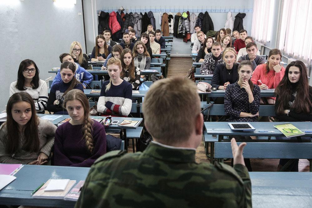 Украинские вузы остались без света и тепла и устроили стдуентам каникулы