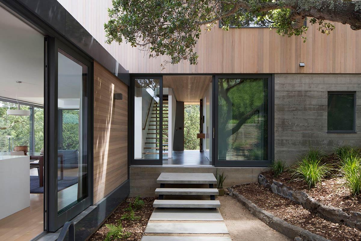 Современный загородный дом из дерева в США