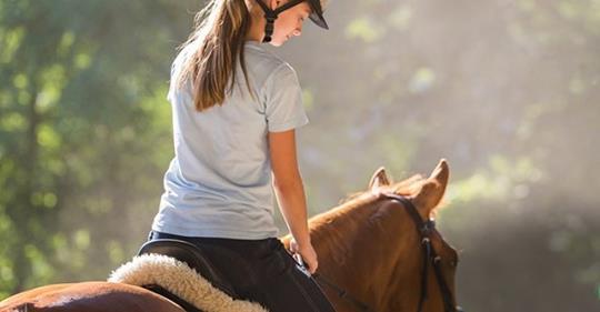 Исследования показывают, что женщины – владелицы лошадей, живут на 15 лет дольше, чем те, кто их не имеет