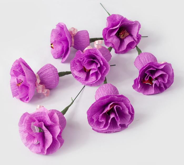Цветы из гофрированной бумаги и конфеты своими руками