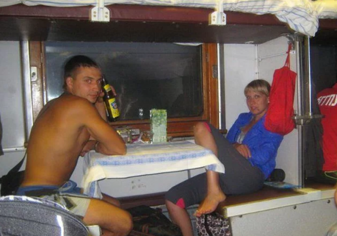 А почему бы не организовать свидание в поезде