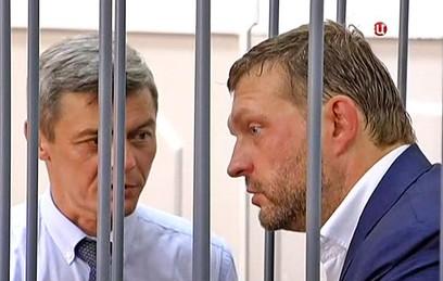Суд в Москве начинает рассмотрение дела Белых