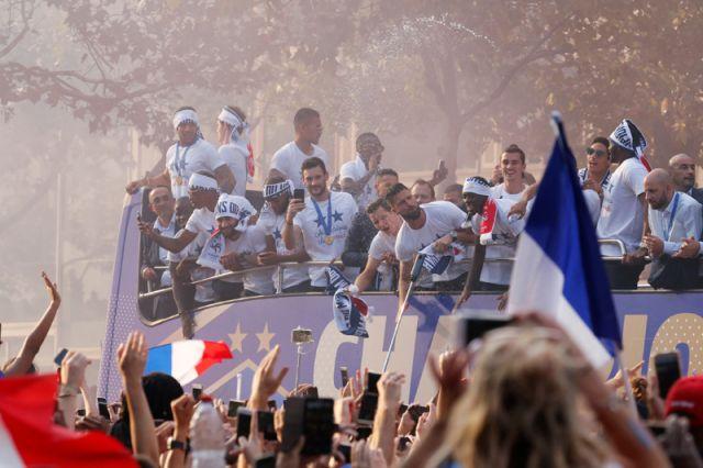 Парад в честь сборной Франции в Париже