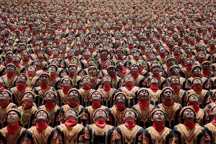 Десять тысяч индонезийцев исполнили «танец тысячи рук», чтобы привлечь туристов