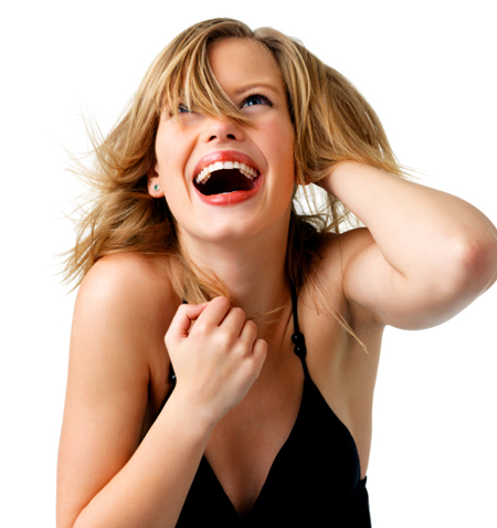 Женщина с редким заболеванием падает в обморок от смеха