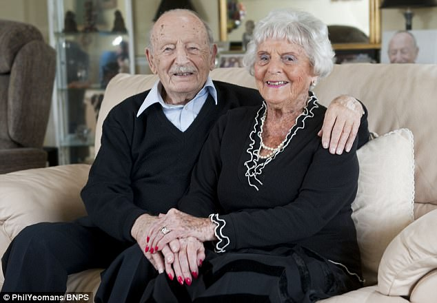 Британская пара поссорилась впервые за 83 года супружеской жизни. Но повод серьезный!
