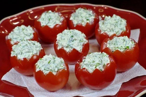 Закусочные помидоры с мягким сыром