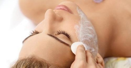 Запомни!  Каждый день, за час до сна, наноси на лицо смесь глицерина и витамина Е. *.