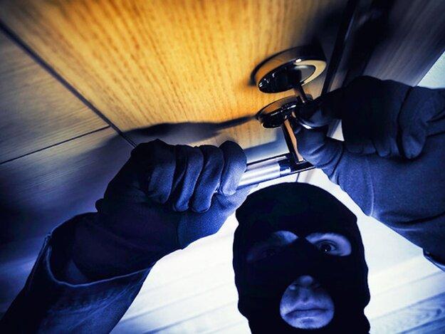 Они пытались взломать мою дверь, но способ который я придумал, навсегда отобъет у них желание заниматься этим!