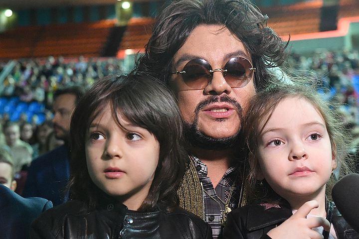 Киркоров гоняет с детьми на кабриолете по Майами