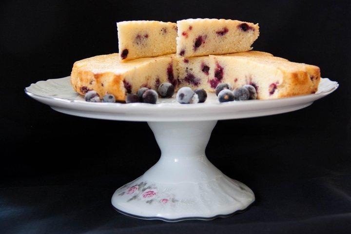 Для летнего настроения: готовим нежный пирог со смородиной
