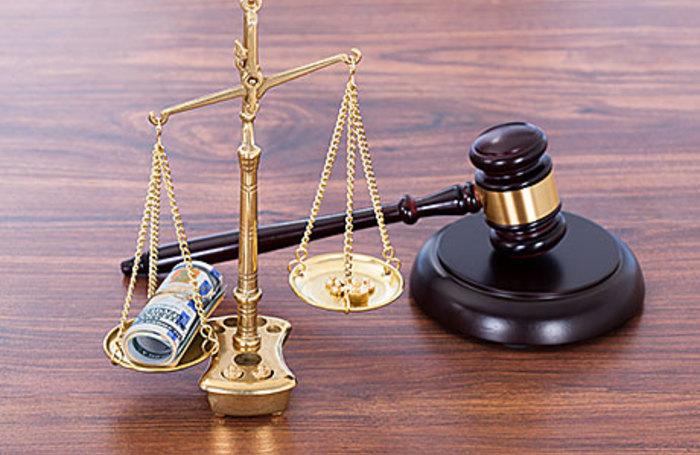 «Доплата по 90 тысяч в месяц». Депутатские пенсии довели Минтруд до суда