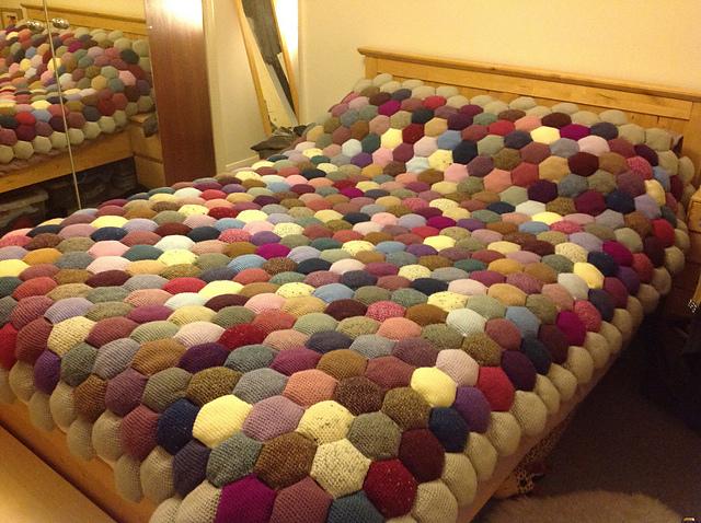 Одеяло «Соты» из объемных шестиугольников крючком