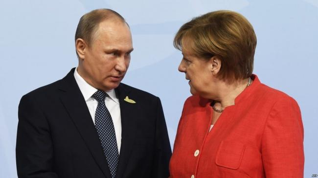 Путин иМеркель обсудили ситуацию вИдлибе иособый статус Донбасса