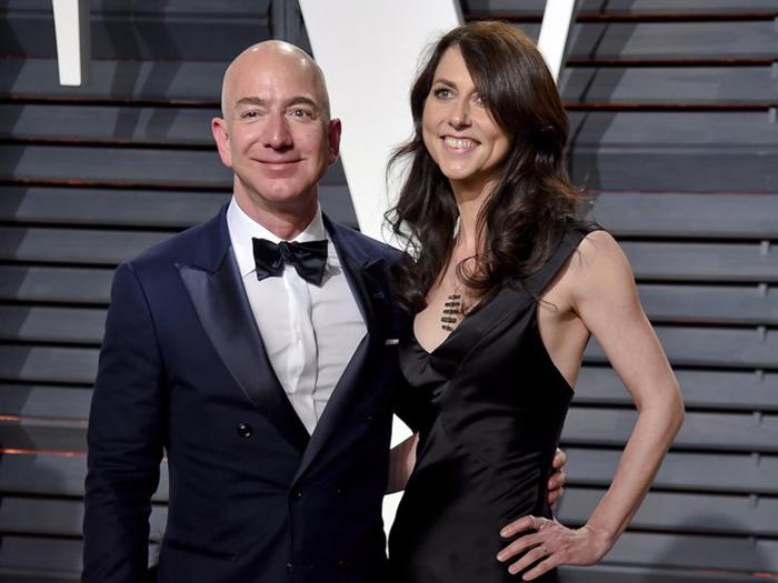 Как живет Маккензи Безос - супруга самого богатого человека в мире