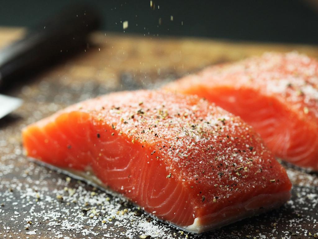 Стейк из семги на сковороде-гриль: простые и вкусные рецепты