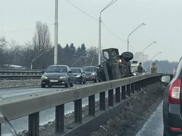 На киевском проспекте перевернулся военный бронеавтомобиль