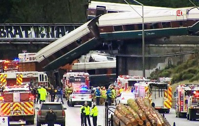 Сход поезда с рельсов в США: 3 человека погибли и 77 пострадали