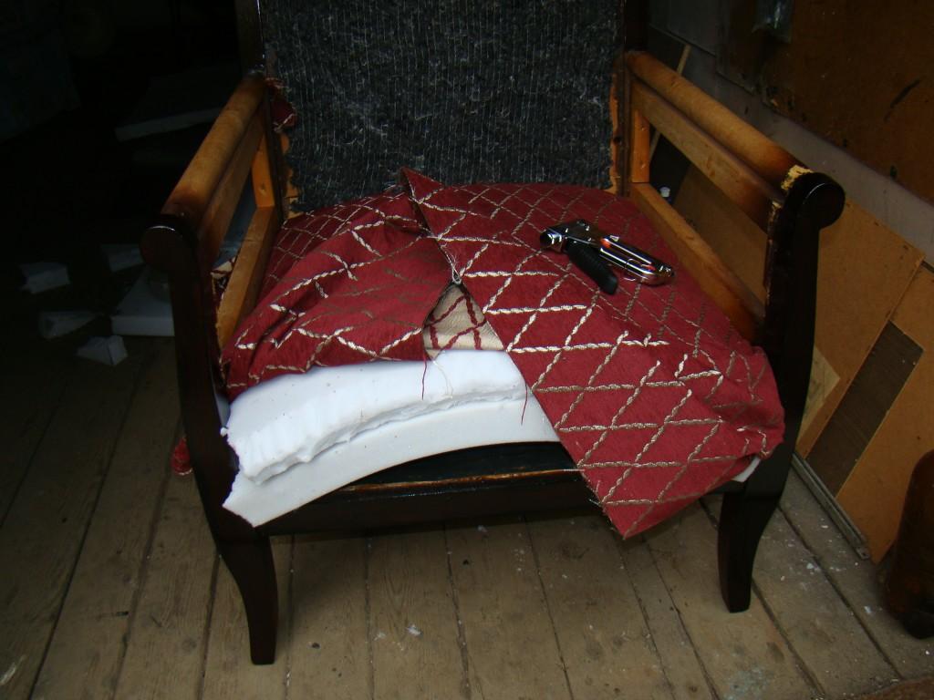 Поменять обивку мебели своими руками 98