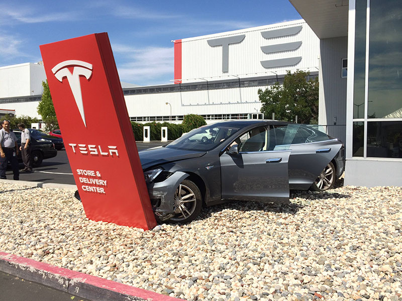 Как ломается Tesla