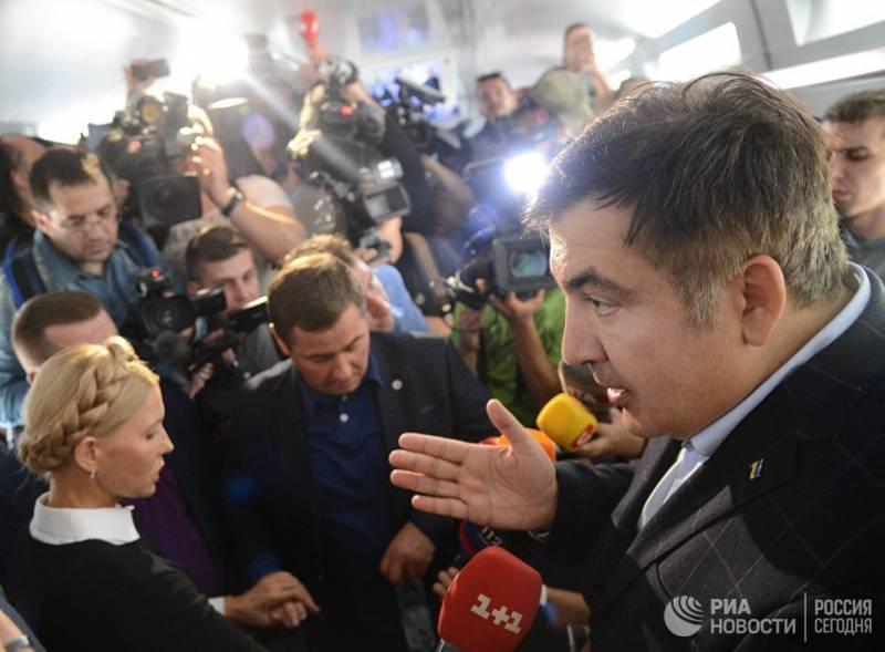 Поездом, автобусом… на руках. Приключения Саакашвили