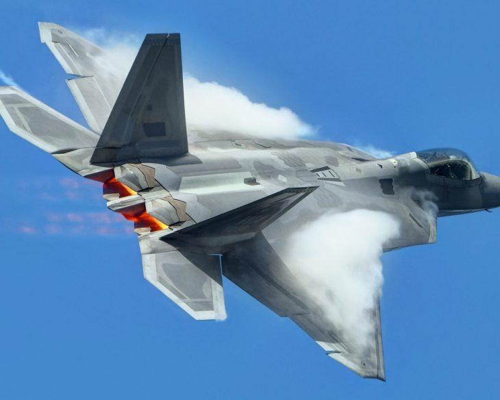 Позор США попал на видео: самолёт Raptor трусливо сбежал от ВКС РФ в Сирии