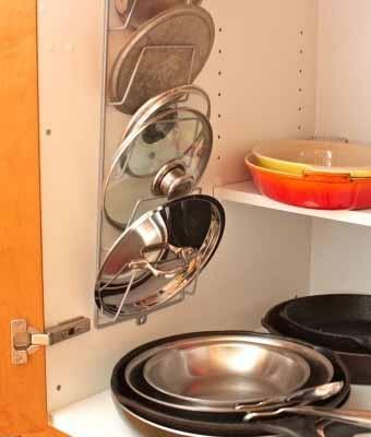 как хранить крышки на полках кухонного шкафа