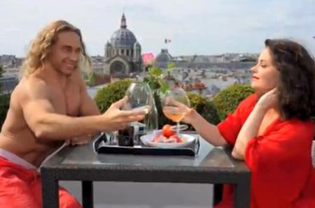 Королева и тарзан устроили секс каникулы в париже