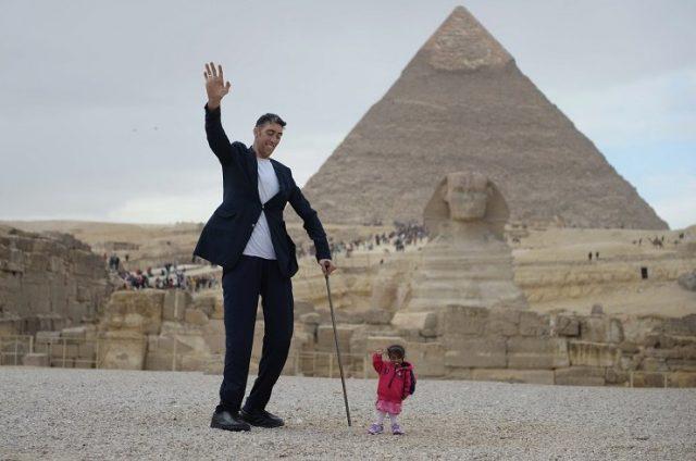 Вот так встреча! В Египте состоялось знакомство самого высокого мужчины и самой низкой женщины в мире!