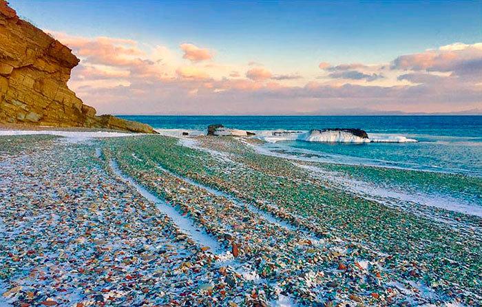Стеклянный пляж в России