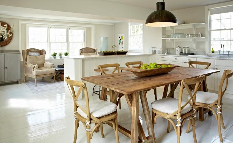 Украшение кухни: стол в деревенском стиле