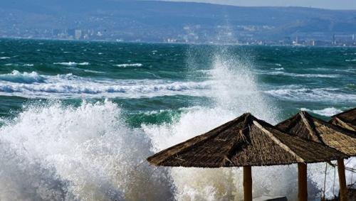 Крым сутки будет штормить
