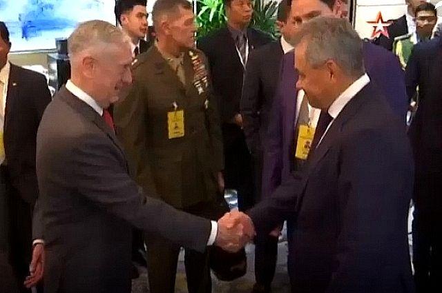 Неслучайная встреча. О чем говорили в Сингапуре министры обороны РФ и США
