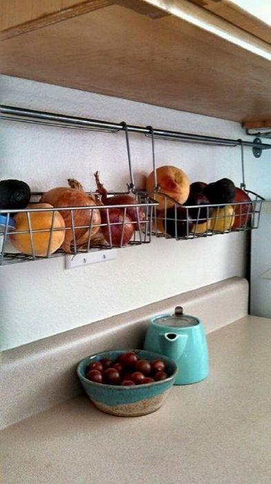 Хранение на кухне: 20 полезных идей, которые пригодятся каждому