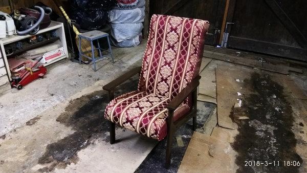 так через два месяца первое кресло выглядело в грязном гараже