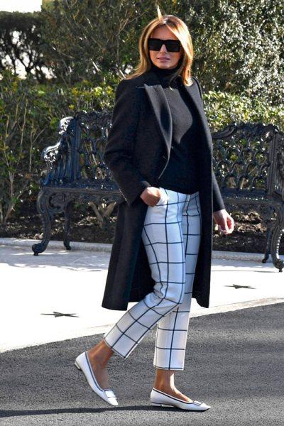 Как носить белые брюки, если вам 50: показывает Мелания Трамп