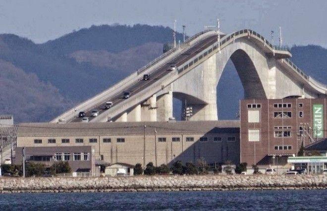 Высота моста 44 метра